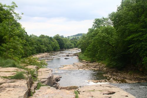 6 Arysgarth - river