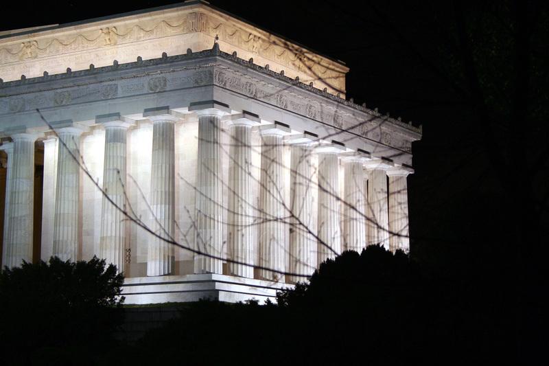 Lincoln_at_night