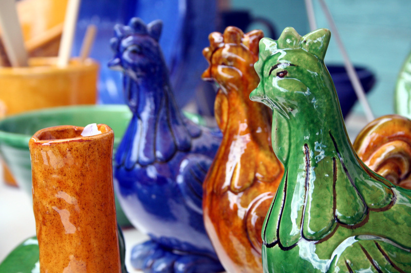 Lauzerte_pottery_roosters