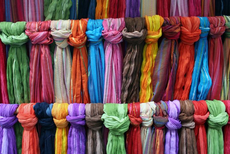 Moissac_market_scarves