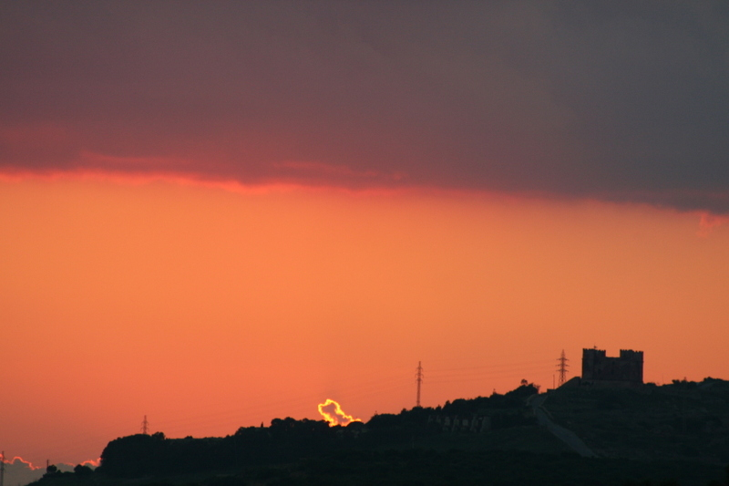 Sunset_on_red_tower